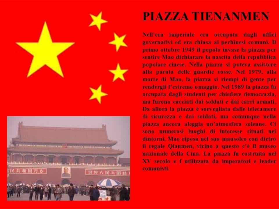 9 PIAZZA TIENANMEN Nell'era imperiale era occupata dagli uffici governativi ed era chiusa ai pechinesi comuni. Il primo ottobre 1949 il popolo invase