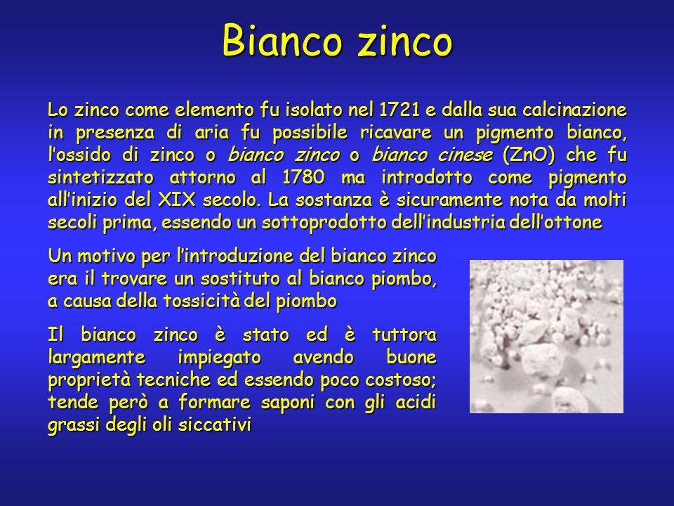 Bianco zinco Lo zinco come elemento fu isolato nel 1721 e dalla sua calcinazione in presenza di aria fu possibile ricavare un pigmento bianco, l'ossido di zinco o bianco zinco o bianco cinese (ZnO) che fu sintetizzato attorno al 1780 ma introdotto come pigmento all'inizio del XIX secolo.