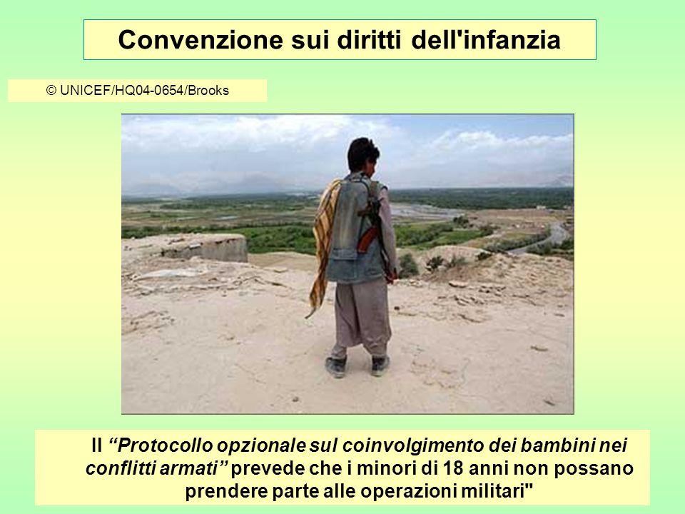 Convenzione sui diritti dell infanzia © UNICEF/HQ04-0654/Brooks Il Protocollo opzionale sul coinvolgimento dei bambini nei conflitti armati prevede che i minori di 18 anni non possano prendere parte alle operazioni militari