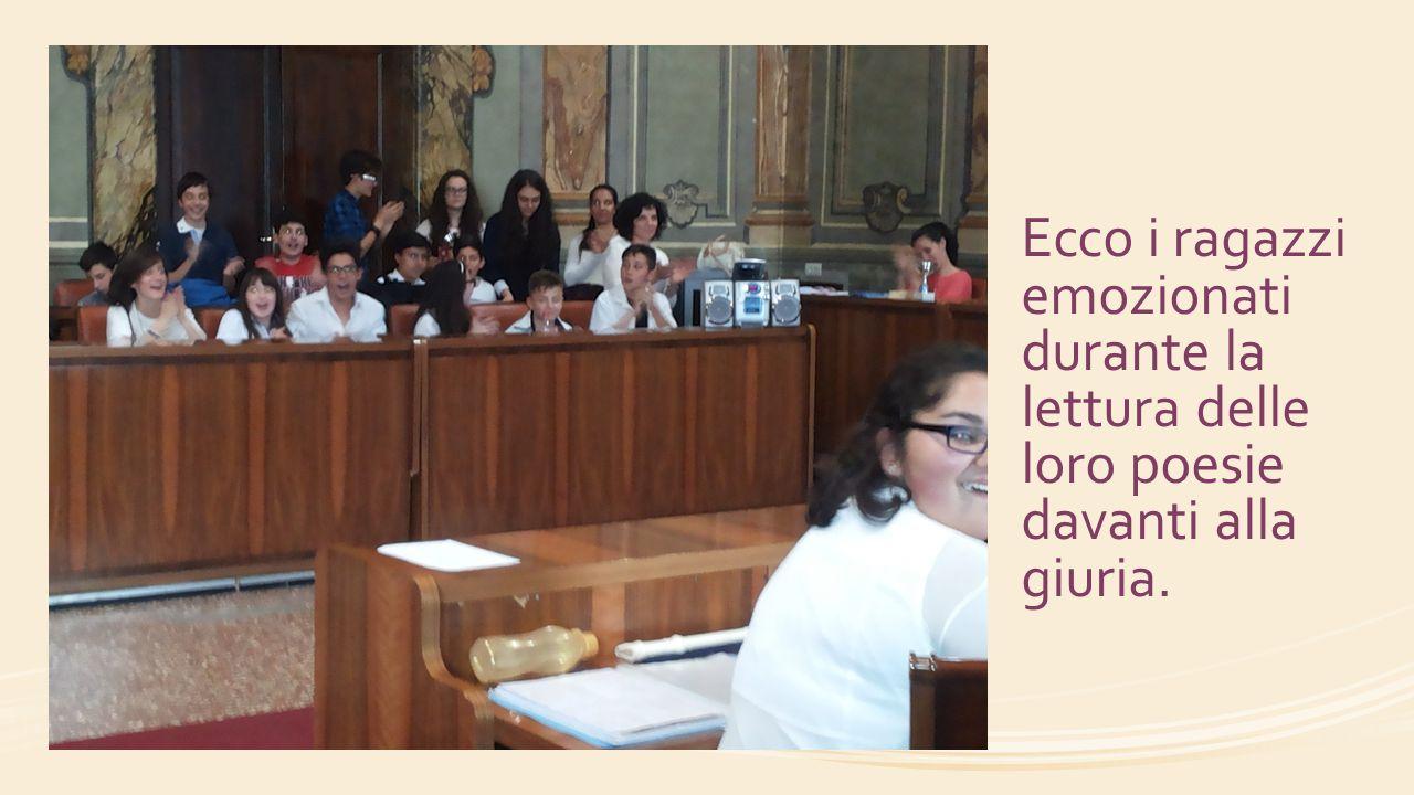 Ecco i ragazzi emozionati durante la lettura delle loro poesie davanti alla giuria.