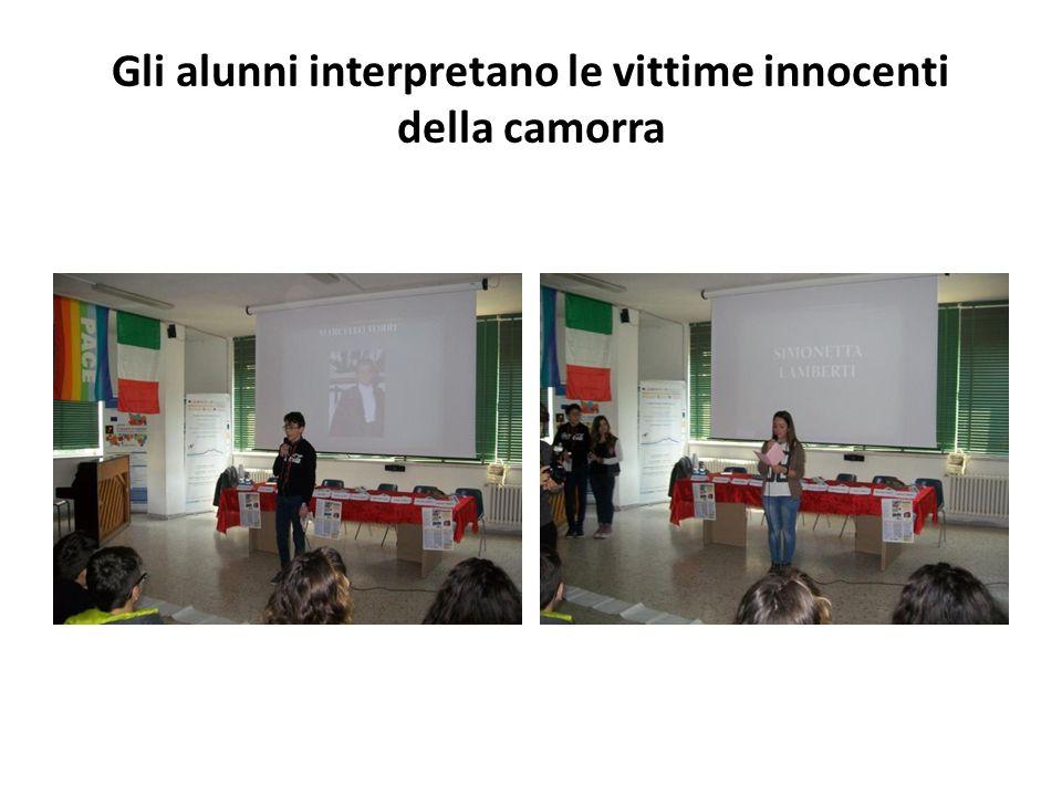 Gli alunni interpretano le vittime innocenti della camorra