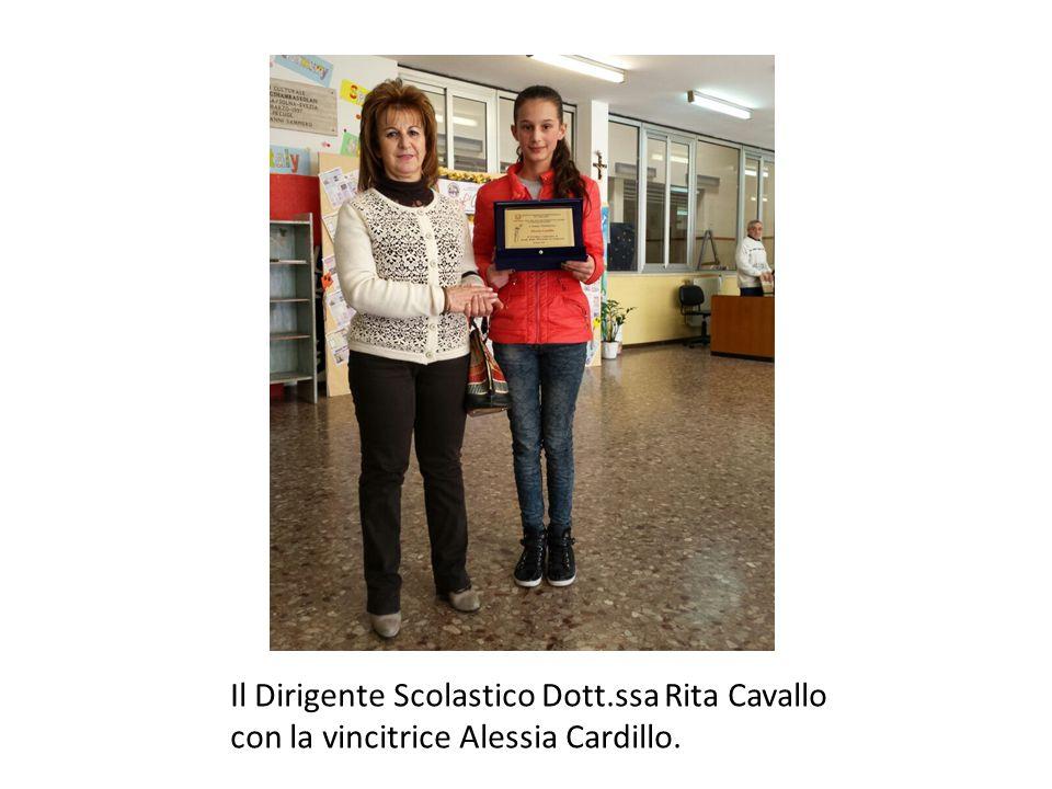 Il Dirigente Scolastico Dott.ssa Rita Cavallo con la vincitrice Alessia Cardillo.