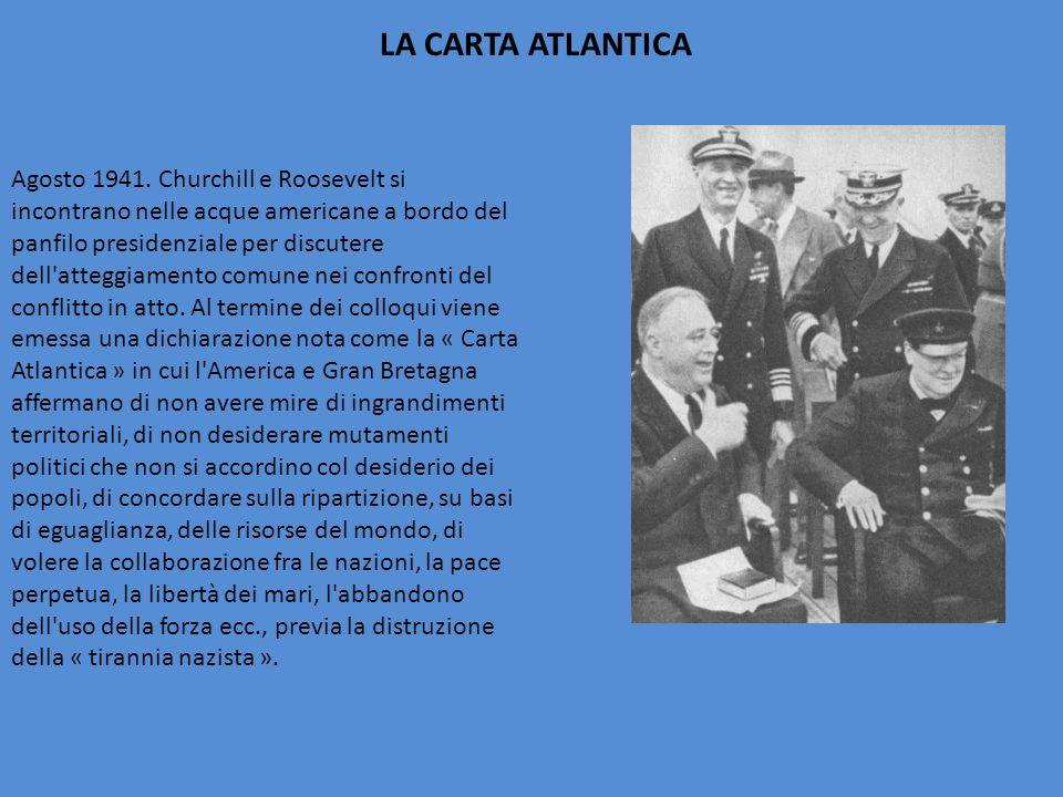 Agosto 1941. Churchill e Roosevelt si incontrano nelle acque americane a bordo del panfilo presidenziale per discutere dell'atteggiamento comune nei c