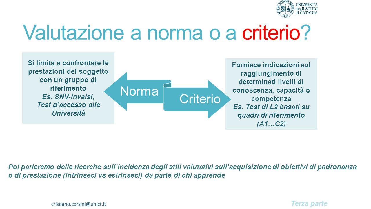 Descrittori Indicatori 1)Elementi che segnalano il posizionamento rispetto a un obiettivo (es. tipo e numero di risposte fornite) 2)Sintesi numeriche