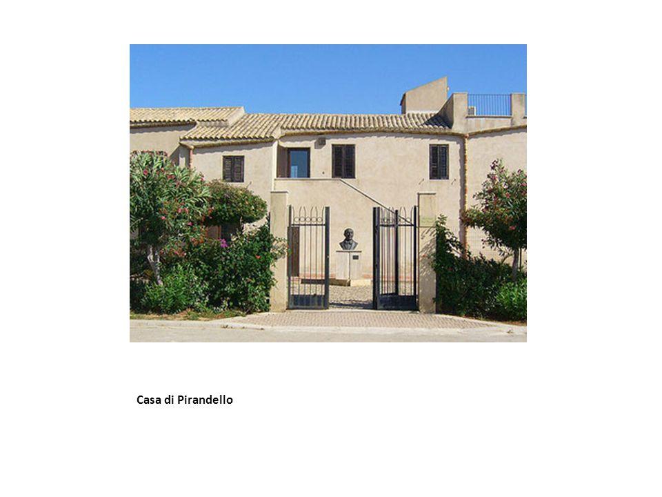 Nasce nel 1867 ad Agrigento, in una villa vicino alla collina del Caos .