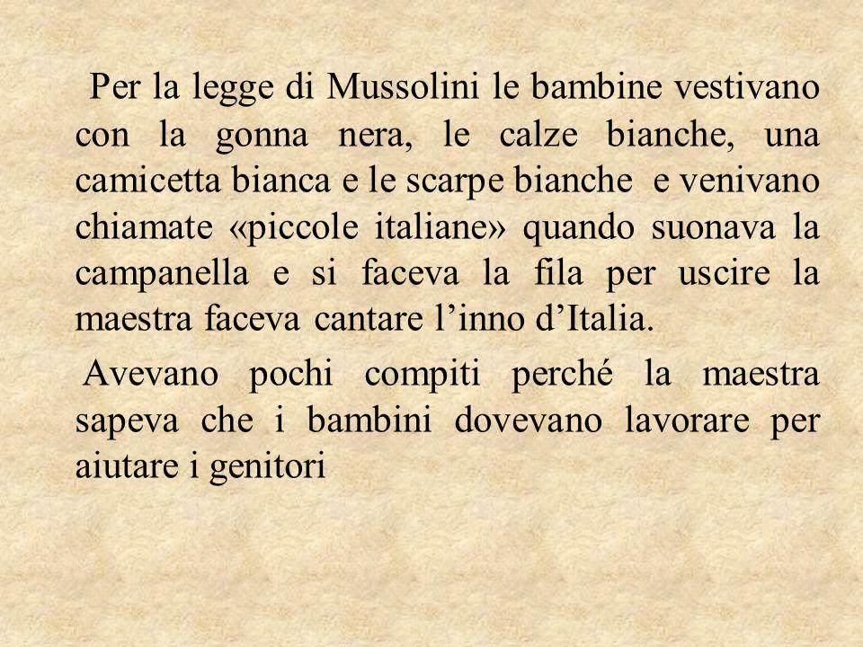 Per la legge di Mussolini le bambine vestivano con la gonna nera, le calze bianche, una camicetta bianca e le scarpe bianche e venivano chiamate «picc