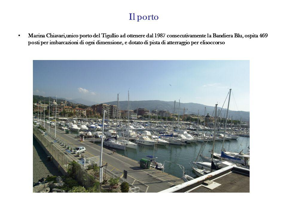 Il porto Marina Chiavari,unico porto del Tigullio ad ottenere dal 1987 consecutivamente la Bandiera Blu, ospita 469 posti per imbarcazioni di ogni dimensione, e dotato di pista di atterraggio per elisoccorso