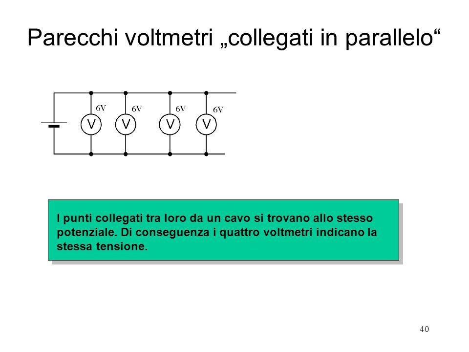 """40 Parecchi voltmetri """"collegati in parallelo"""" I punti collegati tra loro da un cavo si trovano allo stesso potenziale. Di conseguenza i quattro voltm"""