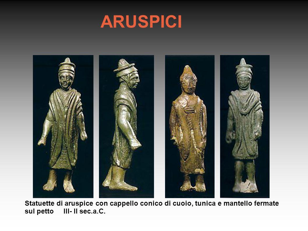 ARUSPICI Statuette di aruspice con cappello conico di cuoio, tunica e mantello fermate sul petto III- II sec.a.C.