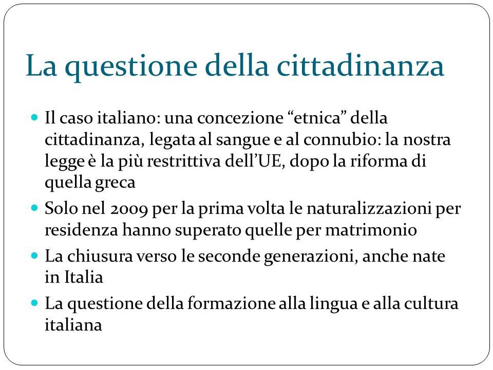 """La questione della cittadinanza Il caso italiano: una concezione """"etnica"""" della cittadinanza, legata al sangue e al connubio: la nostra legge è la più"""