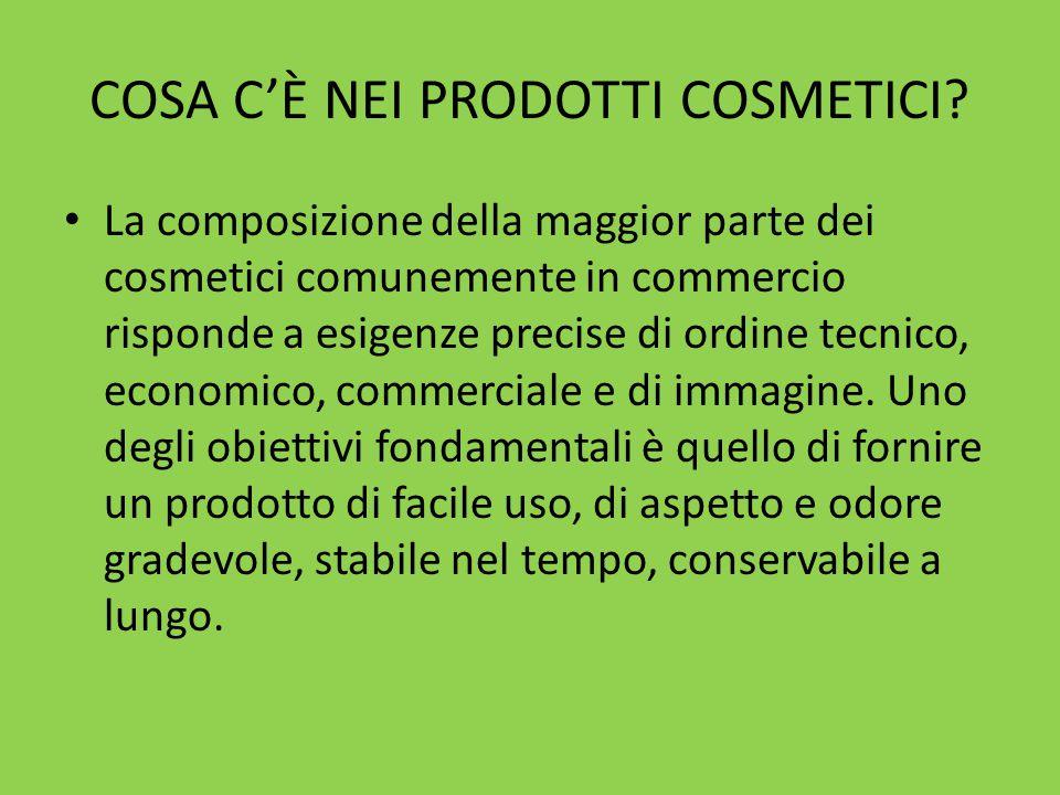 Maschera all'argilla verde Ingredienti per una maschera: ❥ 2 cucchiai di argilla verde ventilata ❥ 1 goccia di olio essenziale di lavanda ❥ acqua distillata di fiori q.b.