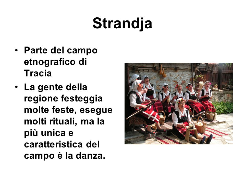 Strandja Parte del campo etnografico di Tracia La gente della regione festeggia molte feste, esegue molti rituali, ma la più unica e caratteristica de