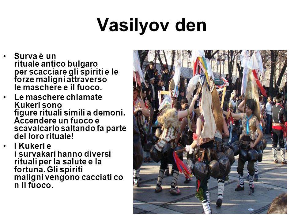 Vasilyov den Surva è un rituale antico bulgaro per scacciare gli spiriti e le forze maligni attraverso le maschere e il fuoco. Le maschere chiamate Ku