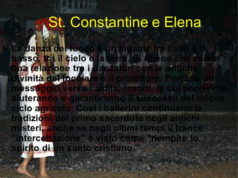 St. Constantine e Elena La danza del fuoco è un legame tra l'alto e il basso, tra il cielo e la terra. Si ritiene che esista una relazione tra i danza