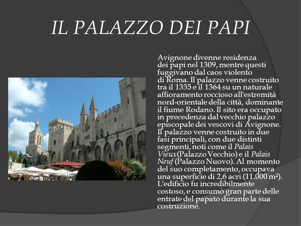 IL PALAZZO DEI PAPI Avignone divenne residenza dei papi nel 1309, mentre questi fuggivano dal caos violento di Roma. Il palazzo venne costruito tra il