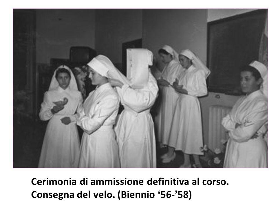 Cerimonia di ammissione definitiva al corso. Consegna del velo. (Biennio '56-'58)