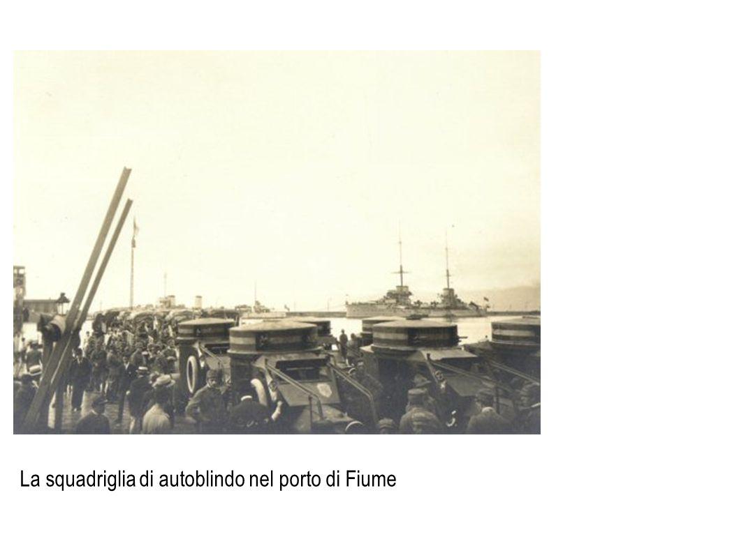 La squadriglia di autoblindo nel porto di Fiume