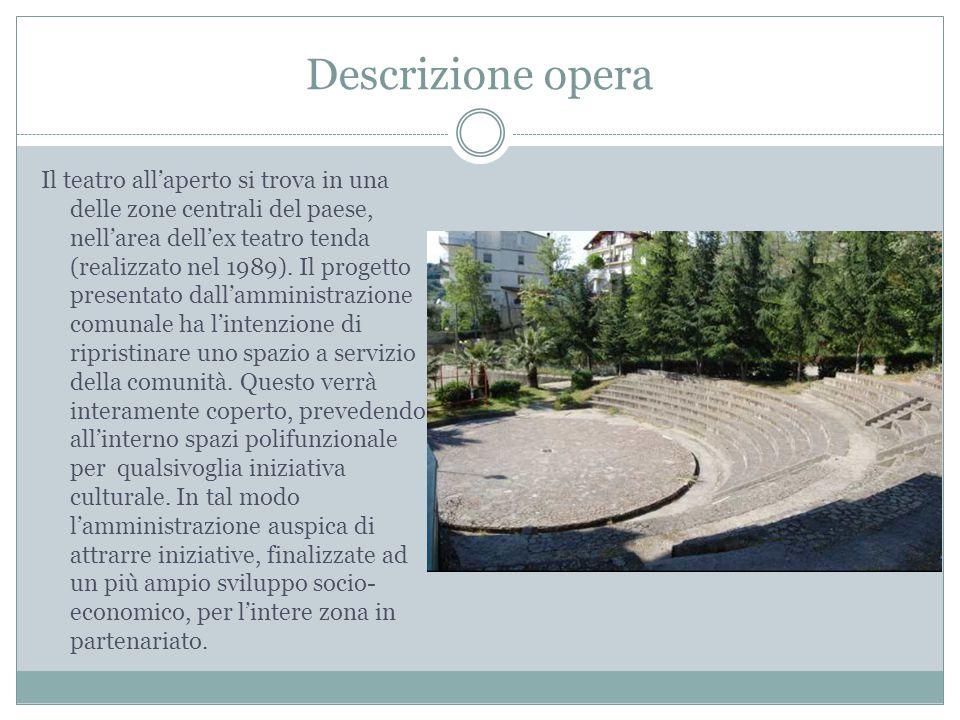 Descrizione opera Il teatro all'aperto si trova in una delle zone centrali del paese, nell'area dell'ex teatro tenda (realizzato nel 1989). Il progett