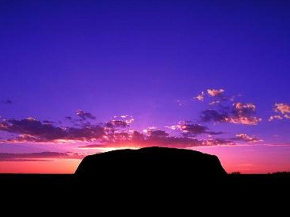 17 settembre 2006 - Di primo mattino escursione alla base del monolito Uluru.