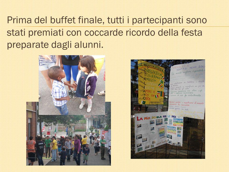 Prima del buffet finale, tutti i partecipanti sono stati premiati con coccarde ricordo della festa preparate dagli alunni.