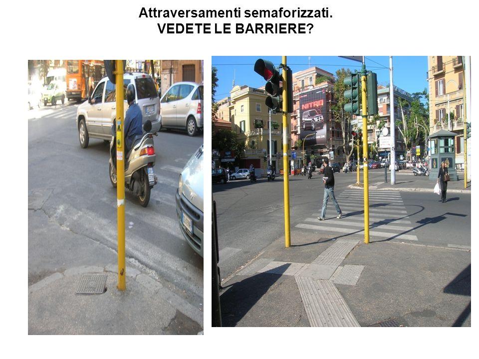 Attraversamenti semaforizzati. VEDETE LE BARRIERE?
