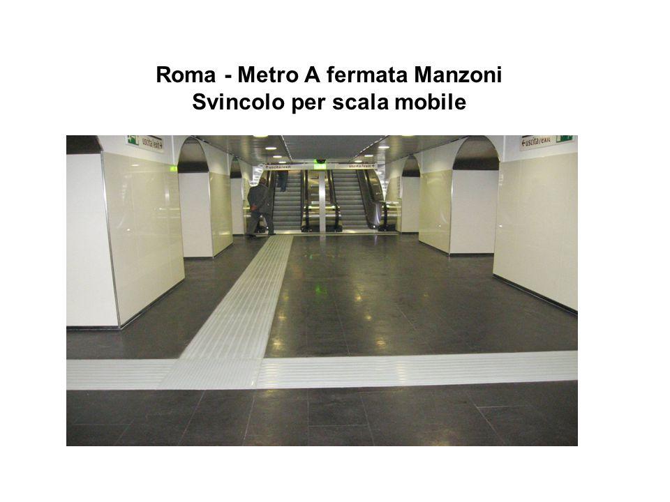 Roma - Metro A fermata Manzoni Svincolo per scala mobile