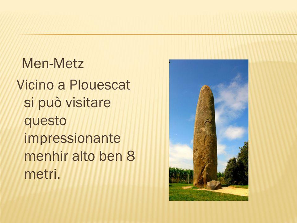 Men-Metz Vicino a Plouescat si può visitare questo impressionante menhir alto ben 8 metri.