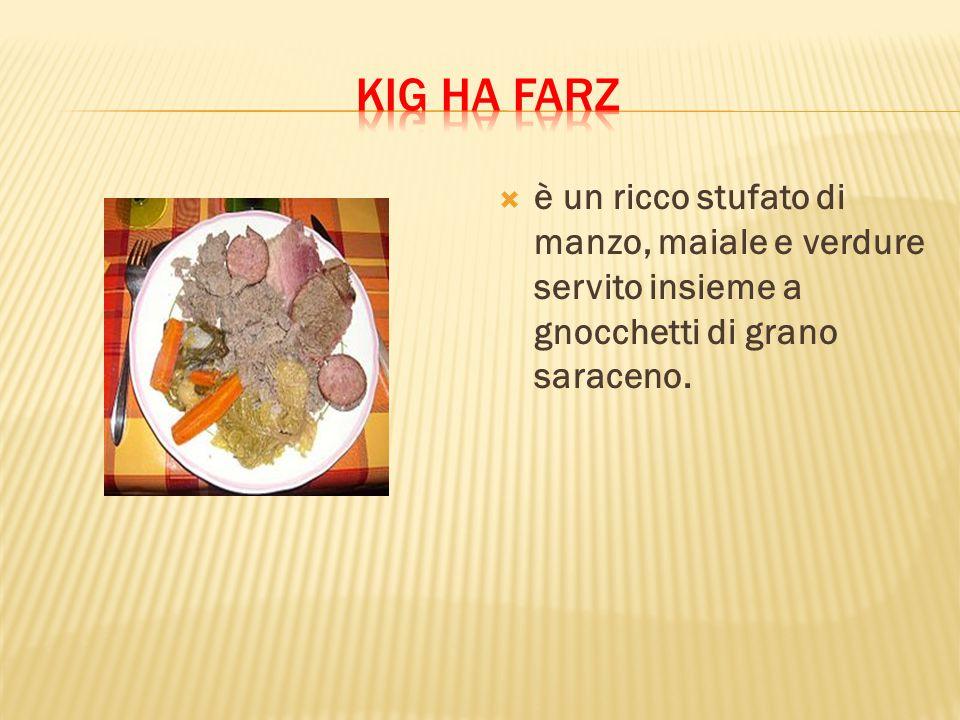  è un ricco stufato di manzo, maiale e verdure servito insieme a gnocchetti di grano saraceno.