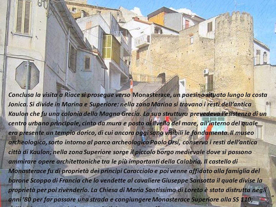 Conclusa la visita a Riace si prosegue verso Monasterace, un paesino situato lungo la costa Jonica. Si divide in Marina e Superiore: nella zona Marina