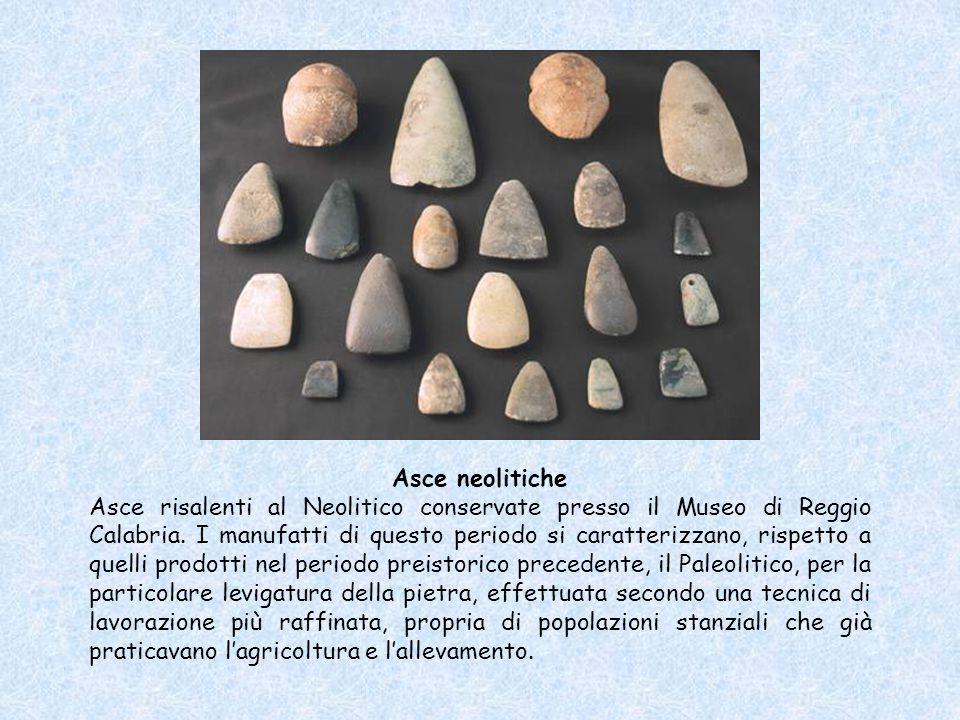 Asce neolitiche Asce risalenti al Neolitico conservate presso il Museo di Reggio Calabria. I manufatti di questo periodo si caratterizzano, rispetto a