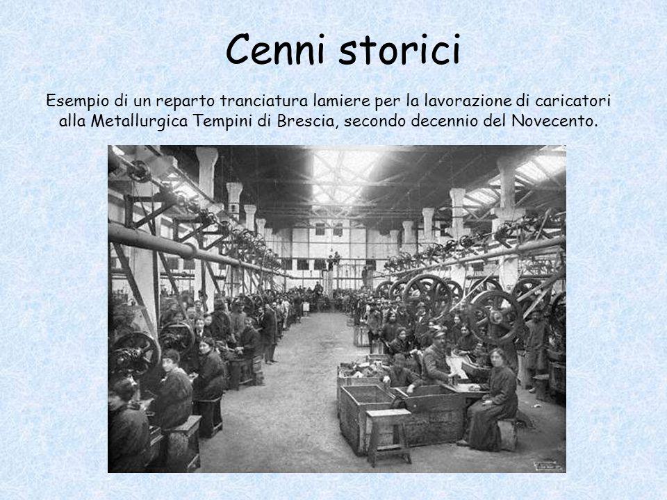Esempio di un reparto tranciatura lamiere per la lavorazione di caricatori alla Metallurgica Tempini di Brescia, secondo decennio del Novecento.