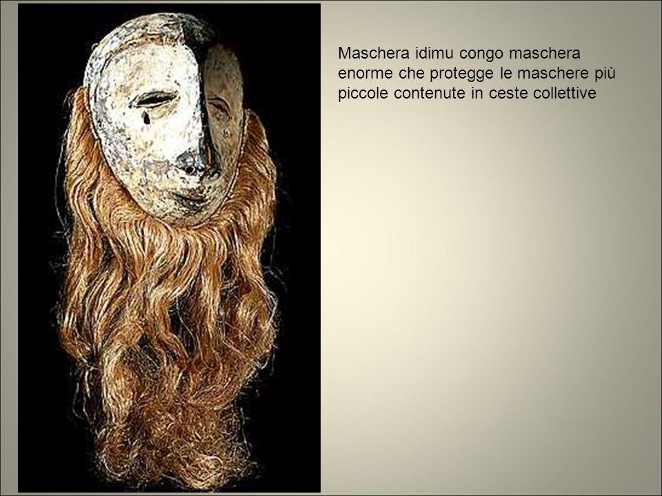 Maschera idimu congo maschera enorme che protegge le maschere più piccole contenute in ceste collettive