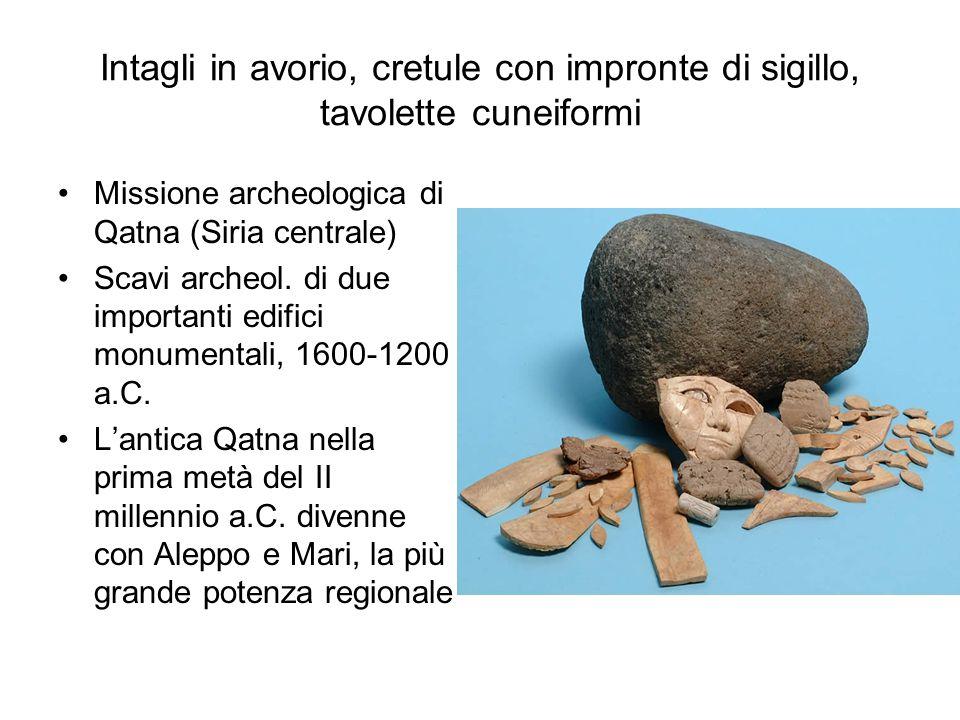 Intagli in avorio, cretule con impronte di sigillo, tavolette cuneiformi Missione archeologica di Qatna (Siria centrale) Scavi archeol. di due importa