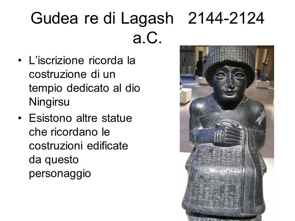 Gudea re di Lagash 2144-2124 a.C. L'iscrizione ricorda la costruzione di un tempio dedicato al dio Ningirsu Esistono altre statue che ricordano le cos