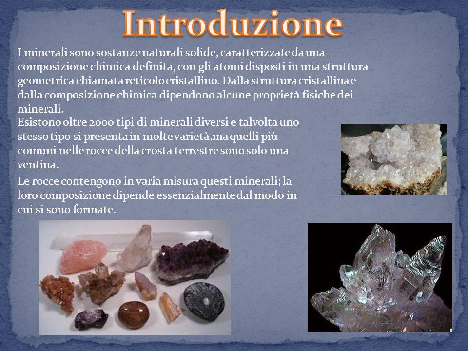 Nesosilicati e inosilicati Fillosilicati e tettosilicati Il reticolo cristallino dei silicati ha forma di tetraedro.