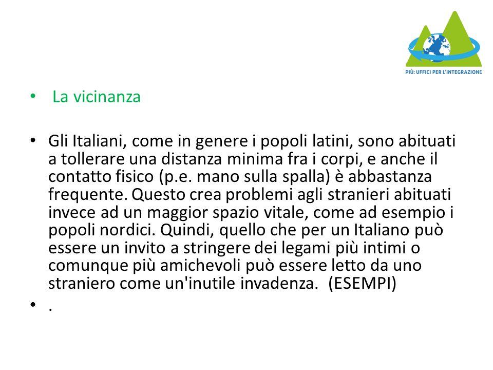La vicinanza Gli Italiani, come in genere i popoli latini, sono abituati a tollerare una distanza minima fra i corpi, e anche il contatto fisico (p.e.