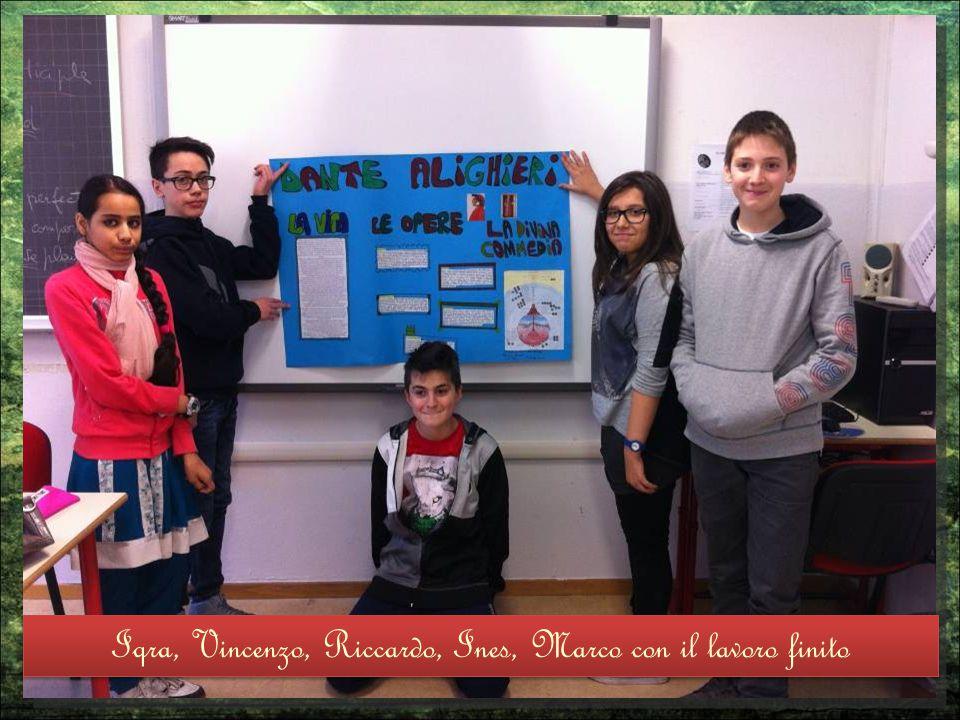 Iqra, Vincenzo, Riccardo, Ines, Marco con il lavoro finito