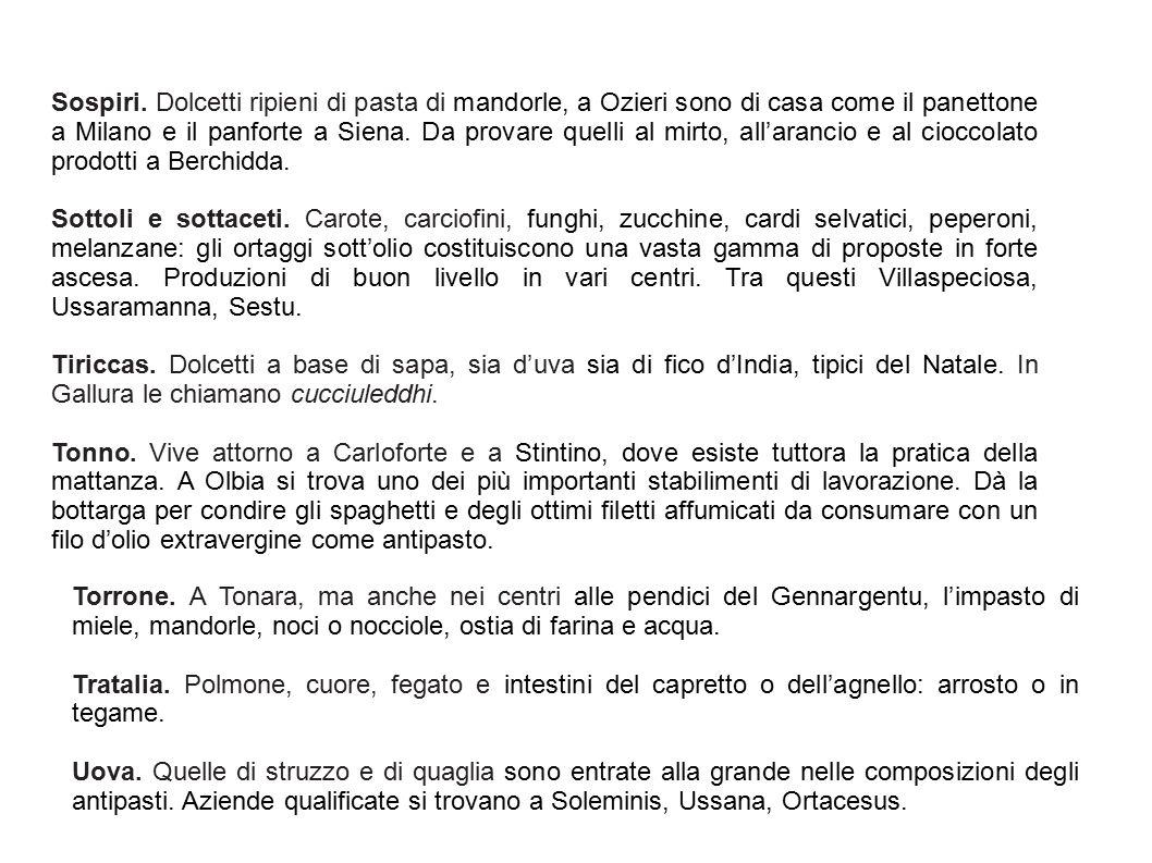 Sospiri. Dolcetti ripieni di pasta di mandorle, a Ozieri sono di casa come il panettone a Milano e il panforte a Siena. Da provare quelli al mirto, al