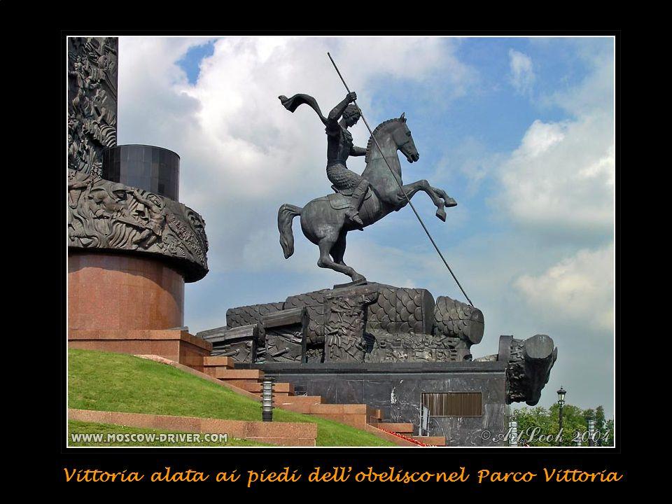 Monumento/obelisco alla Grande Vittoria della II Guerra Mondiale nel Parco della Vittoria