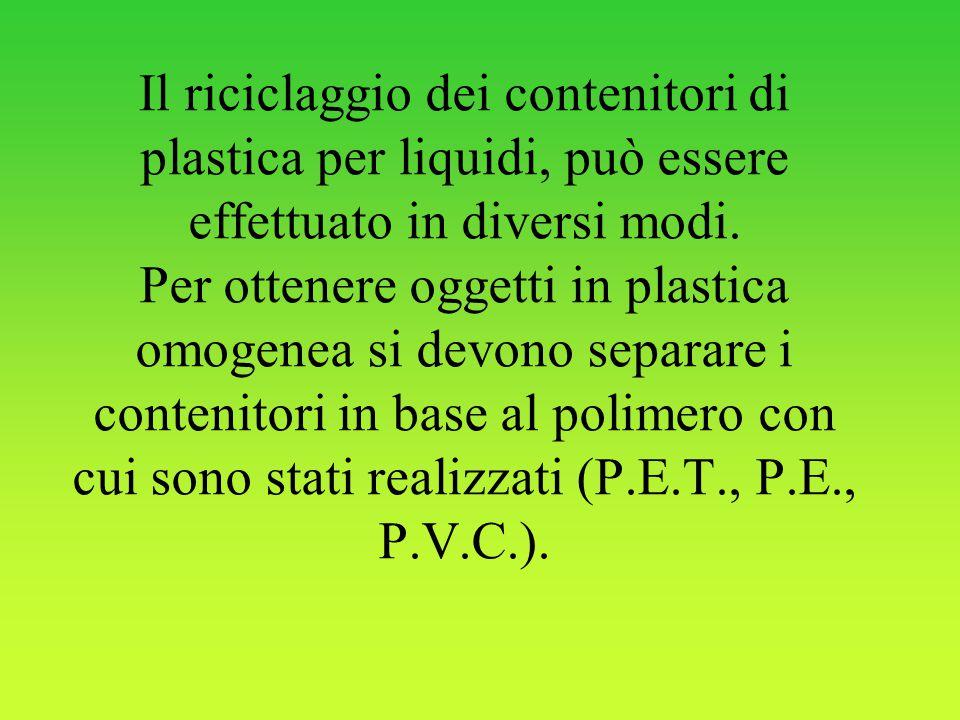 Il riciclaggio dei contenitori di plastica per liquidi, può essere effettuato in diversi modi. Per ottenere oggetti in plastica omogenea si devono sep