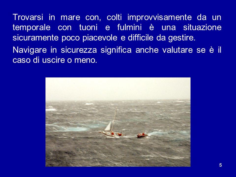 5 Trovarsi in mare con, colti improvvisamente da un temporale con tuoni e fulmini è una situazione sicuramente poco piacevole e difficile da gestire.