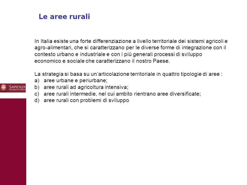 10 Le aree rurali In Italia esiste una forte differenziazione a livello territoriale dei sistemi agricoli e agro ‐ alimentari, che si caratterizzano per le diverse forme di integrazione con il contesto urbano e industriale e con i più generali processi di sviluppo economico e sociale che caratterizzano il nostro Paese.