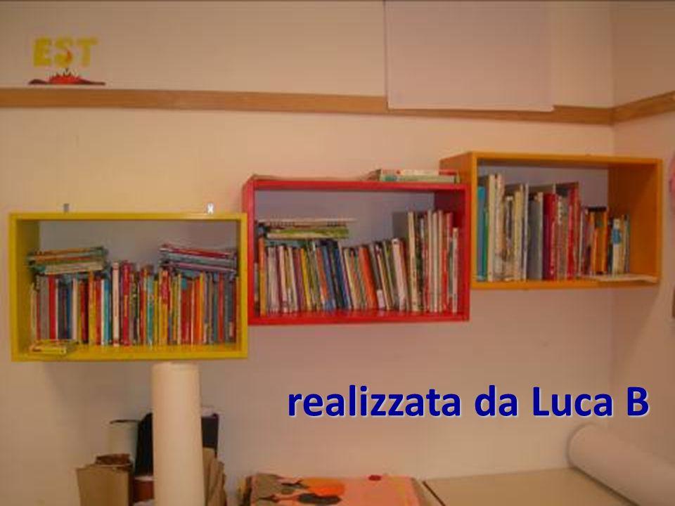 Infine la libreria è stata fissata alla parete con le viti