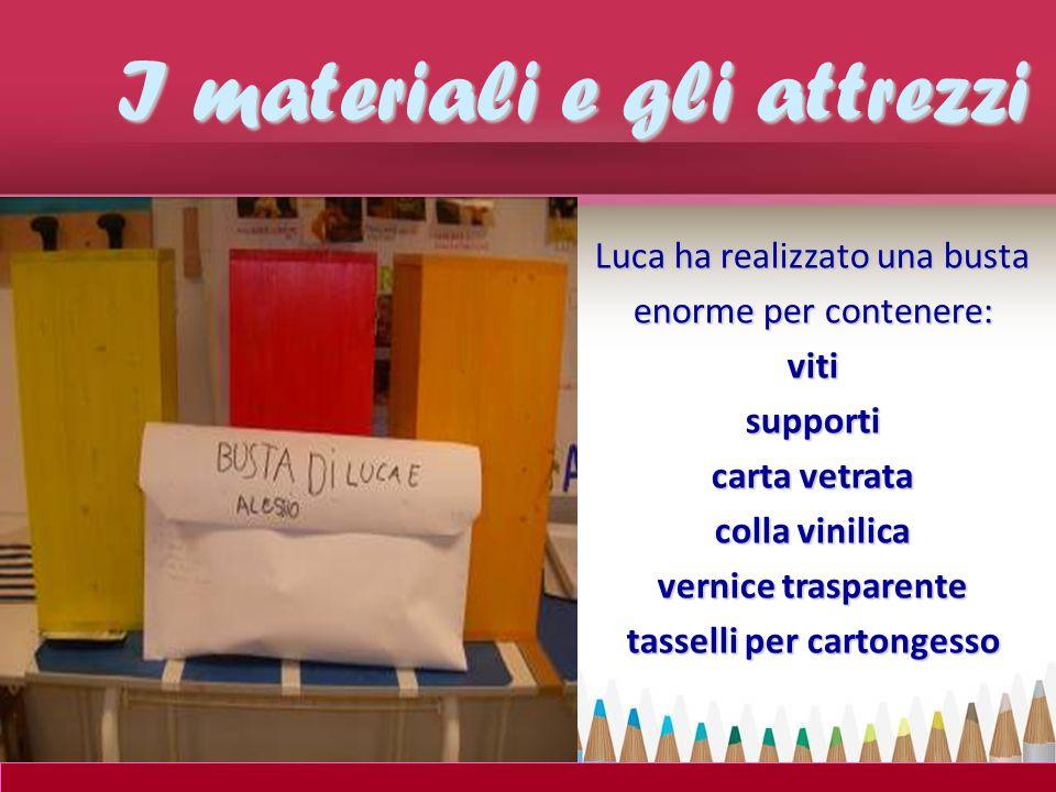 Luca ha realizzato una busta enorme per contenere: vitisupporti carta vetrata colla vinilica vernice trasparente tasselli per cartongesso