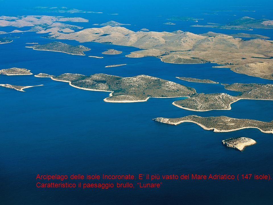 L'arcipelago delle isole incoronate e il loro paesaggio lunare Arcipelago delle isole Incoronate. E' il più vasto del Mare Adriatico ( 147 isole). Car