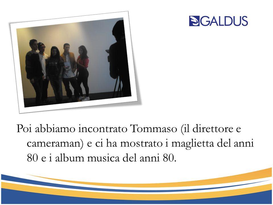 Poi abbiamo incontrato Tommaso (il direttore e cameraman) e ci ha mostrato i maglietta del anni 80 e i album musica del anni 80.