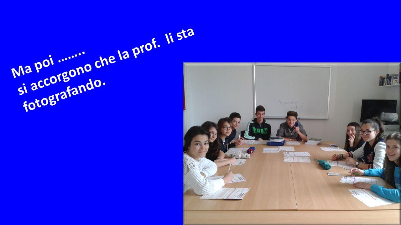Ma poi …….. si accorgono che la prof. li sta fotografando.