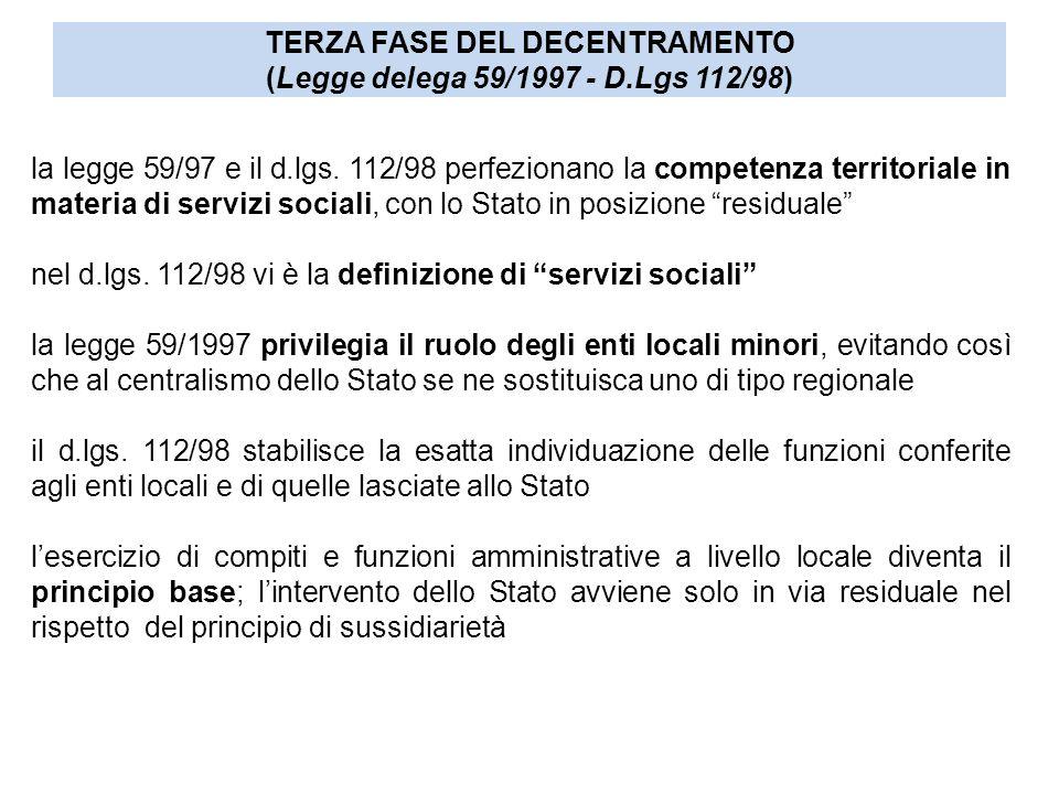 """la legge 59/97 e il d.lgs. 112/98 perfezionano la competenza territoriale in materia di servizi sociali, con lo Stato in posizione """"residuale"""" nel d.l"""