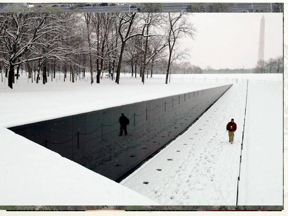 45 Cosa lascia la guerra del Vietnam: – Vittime vietnamite oltre il milione di unità militari (se la definizione ha un senso) – Vittime civili nello stesso ordine di grandezza – Decine di migliaia durante le operazioni belliche e soprattutto i bombardamenti dell'era Nixon – 59.000 vittime statunitensi; 22.000 (stima per difetto) tra il 1969 e il 1975 – 153.000 feriti (gravi) – Costi che, negli anni 69-75, erano nell'ordine di 50 miliardi di dollari all'anno – Soprattutto: la perdita di supporto nazionale per la guerra e la diffidenza nei confronti del governo federale