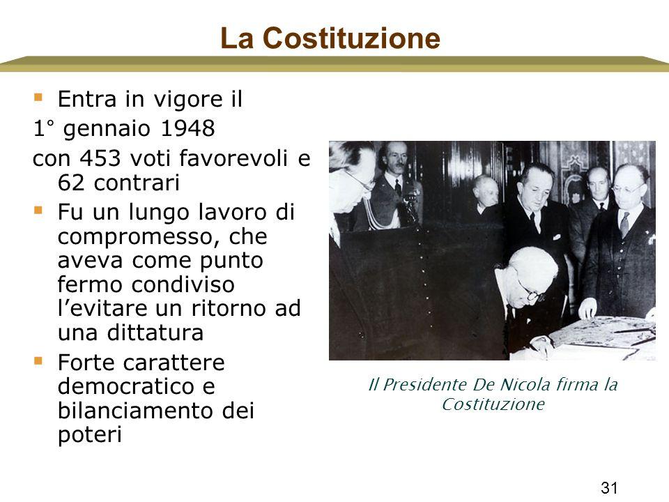 31 La Costituzione  Entra in vigore il 1° gennaio 1948 con 453 voti favorevoli e 62 contrari  Fu un lungo lavoro di compromesso, che aveva come punt
